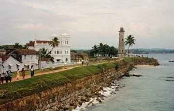 05 Days 04 Nights Sri Lanka tour [Hill country & beach]
