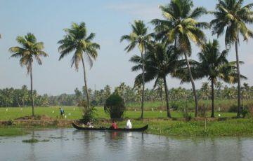 SUPER LUXURY HOUSEBOAT CRUISE AT KUMARAKOM BACKWATERS Tour