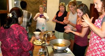 COOKING LESSONS & MEAL WITH INDIAN FAMILY 2 NIGHTS AND 3