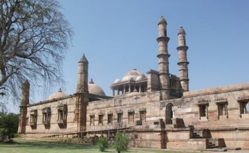 CHAMPANER PAVAGADH ARCHAEOLOGICAL PARK GUJARAT TOUR PACKAGE