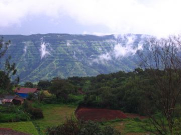 BEST RESORTS AND PLACES TO STAY IN MAHABALESHWAR