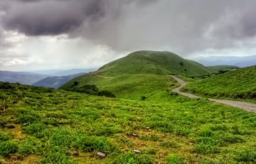 BEST RESORTS AND PLACES TO STAY IN COORG