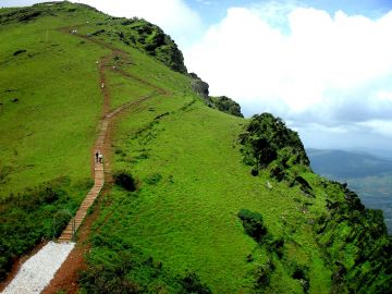 BEST BEAUTIFUL TOURIST PLACES IN CHIKMAGALUR