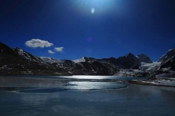 BEST BEAUTIFUL TOURIST PLACES IN GURUDONGMAR LAKE
