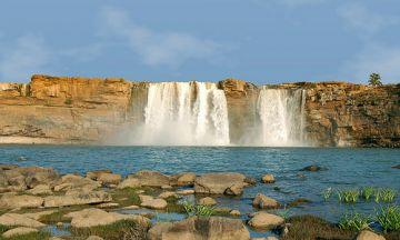 BEST BEAUTIFUL TOURIST PLACES IN CHITRAKOT WATERFALL
