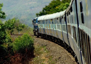 MOST AMAZING TRAIN EXPERIENCES IN MANDOVI EXPRESS