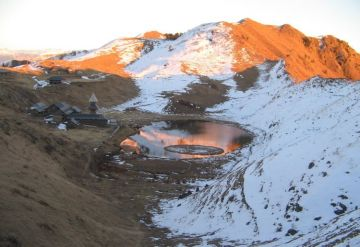 MOST AMAZING HIMALAYAN TREKS PARASHAR LAKE TREK