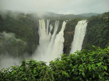 JOG WATERFALLS KARNATAKA ENJOY THE LIGHT SPRAYS OF WATER AT