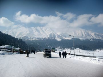 MOST STUNNING PLACES FOR WINTER VACATIONS IN GULMARG