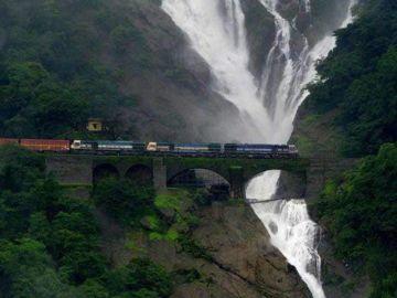 GO ON A RAILWAY TREK TO DUDHSAGAR WATER FALLS AT GOA