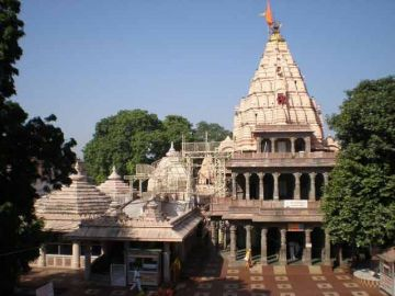ADMIRE THE ARCHITECTURE OF THE MYSTICAL TEMPLE CITY OF KHAJU