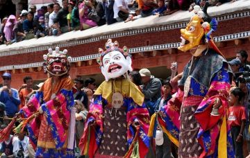 FAMOUS FESTIVALS OF INDIA HEMIS SOOTHING CHANTS AND COLOURFUL COSTUMES