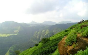 KHANDALA A QUICK DRIVE FROM MUMBAI PERFECT FOR COUPLES WITH TIME CONSTRAINT