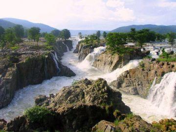 BREATHTAKINGLY BEAUTIFUL PLACES IN HOGGENAKAL FALLS
