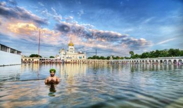 THE HOLY BANGLA SAHIB GURUDWARA