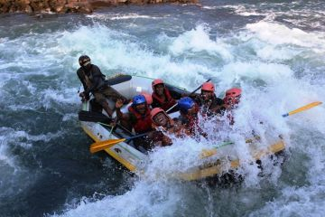 BEST ADVENTURE ACTIVITIES TO DO IN RIVER RAFTING IN BRAHMAPUTRA RIVER