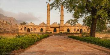 CHAMPANER PAVAGADH GUJARAT WRAPPED IN HISTORY