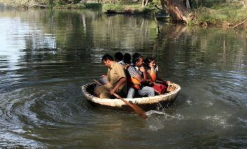 LET PLAN HOLIDAYS TO CORACLE RIDE  IN DANDELI WITH SUPREME TRAVELERS