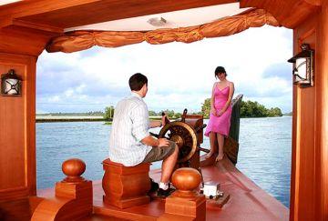 Honeymoon Package of Kerala With Houseboat