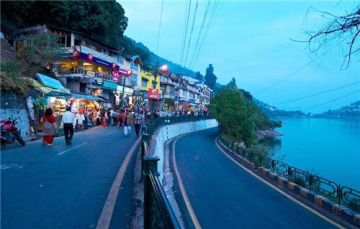 Naini Lake , Naina devi temple , Naini peak ,  Snow view point , Mall road ,  Bhimtal  Lake  ,Sattal Lake , Naukuchiyatal Lake     Corbett falls , Dhanagarhi museum  suspension bridge    Garijya Devi temple , Jungle Safari .
