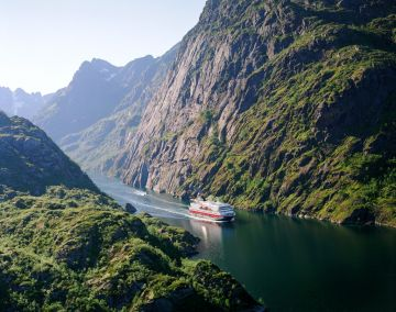 NORWAY CLASSIC VOYAGE NORTH BY Hurtigruten CRUISE TOUR FOR 11 DAYS