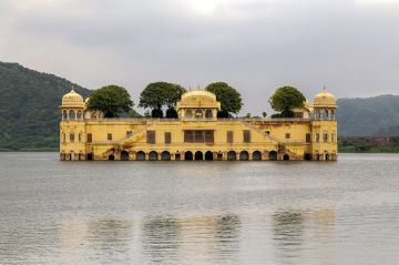 Special Honeymoon Package For Couples in Pink City Only  @12000 Per Person Contact on  9818704762 TriFete Holidays Private Limited