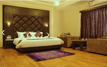 Enjoy your Honeymoon with a romantic view of Srinagar for 4N/5D only @ 24,000 contact 9899440723 | Trifete Holidays Pvt. Ltd.