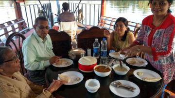 Kerala Tour - Munnar/Thekkady/ Alleppey / Cochin