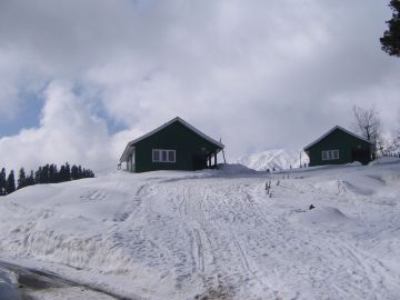 Winter wonderland Kashmir with luxury centrally heated hotel
