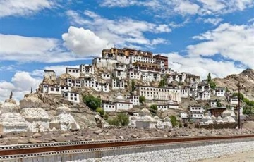 Ladakh with Pangong Lake Tour Packages