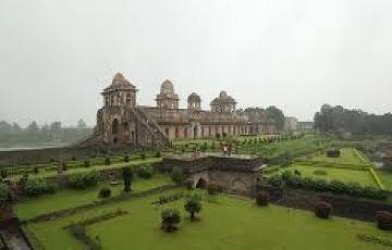 Ujjain + Maheshwar + Omkareshawr + Mandu Tour 04 Nights &amp