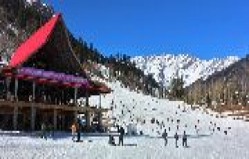 MOST STUNNING PLACES FOR WINTER VACATIONS IN PRASHAR LAKE  BY HOLIDAY YAARI